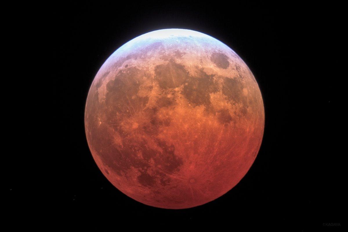 5月のお勧め天文現象(すべて肉眼でOK) ▶5/5-8未明 みずがめ座エータ流星群 ▶5/13夕 細い月と金星が近づいて見える ▶5/14-18 宵に宇宙ステーションが見える ▶5/26 満月 皆既月食 ▶5/30 宵に宇宙ステーションが見える 写真は望遠鏡を使って撮影した2014年の皆既月食です