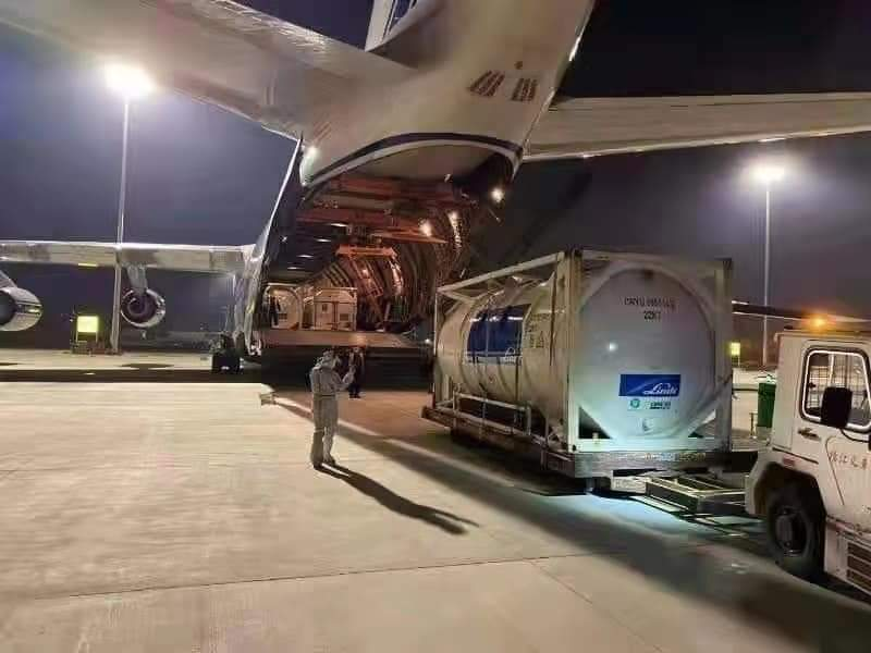 In the past two weeks, 61 cargo flights have been in operation from #China to #India, transporting various urgently needed medical supplies including #oxygen generators for India #IndiaCovidCrisis #Unite2FightCorona #OxygenShortage https://t.co/Ru8VZJwoHx