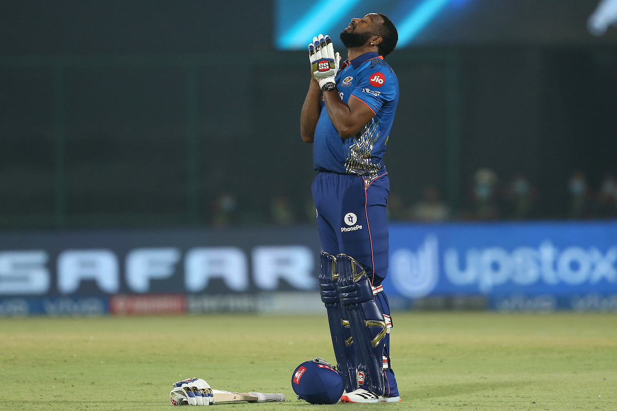 Kieron Pollard wins the Man of the Match award for his stupendous knock of 87* off just 34 deliveries.  Take a bow, Polly 👏👏  #VIVOIPL #MIvCSK https://t.co/puSx7iXS3p