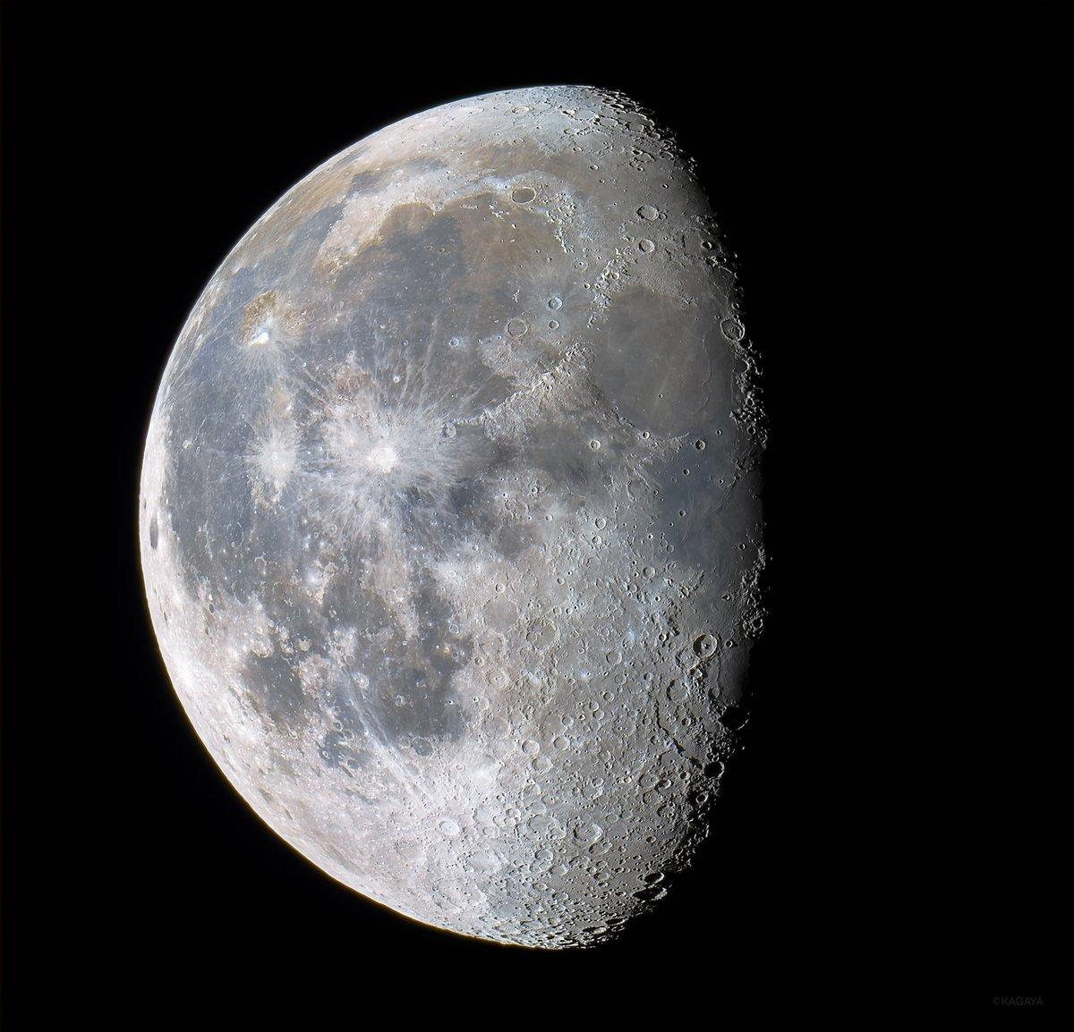 雨上がりの深夜に輝く更待月(ふけまちづき)。 (先ほど撮影)