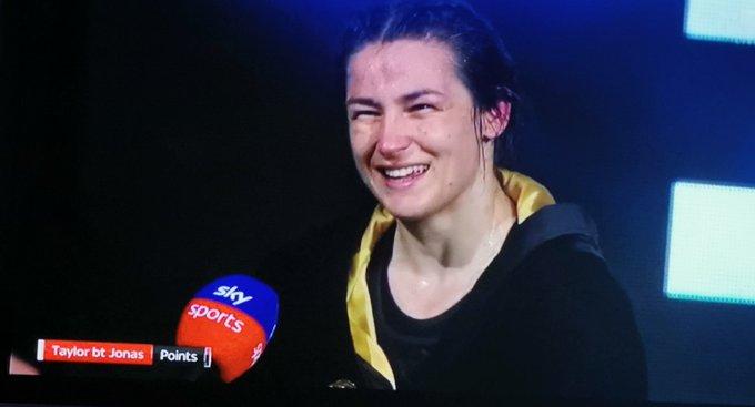 Katie Taylor retuvo sus cuatro cinturones mundiales y sigue siendo invicta, indiscutida y la mejor libra por libra.