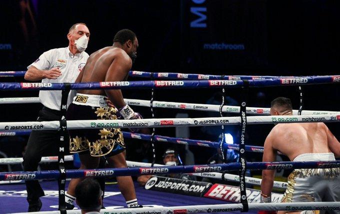 Chisora sorprendió a Parker y lo llevó a la lona apenas en el comienzo del combate.