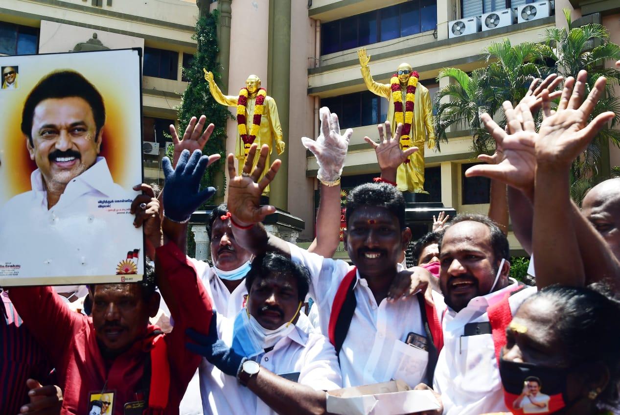 தமிழக தேர்தல் 2021: திமுக அணி 142 இடங்களில் முன்னிலை!