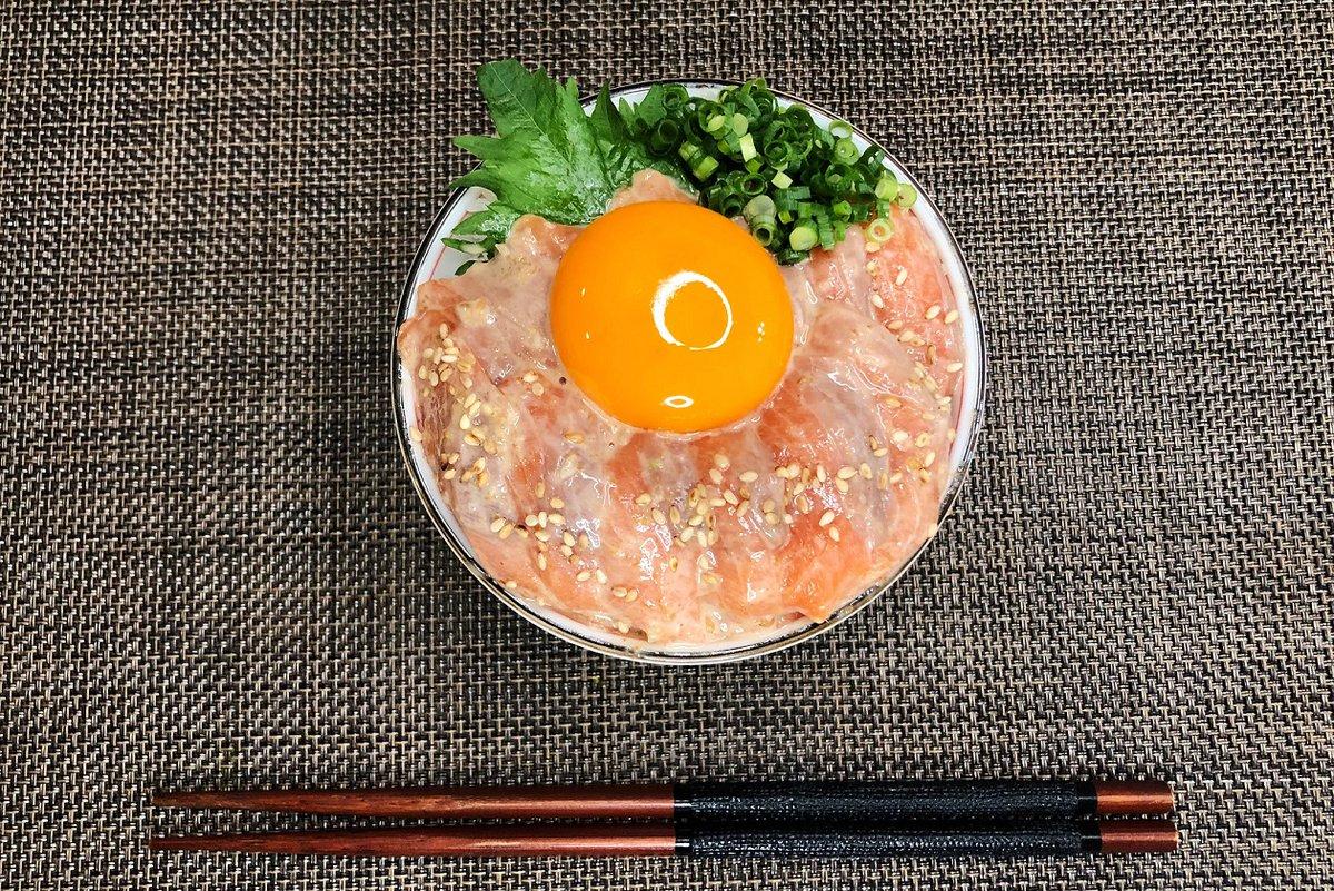 漬け時間も短くてお手軽!ゴマだれ&ポン酢を使った、サーモンの漬け丼レシピ!