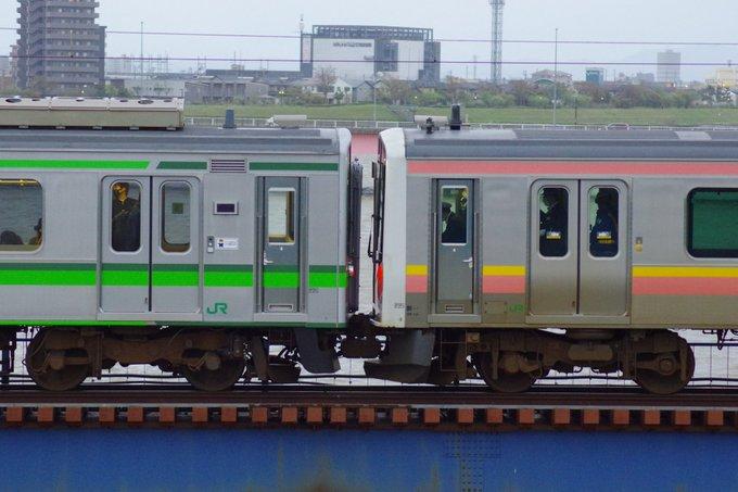 越後線で車両故障一時運転見合わせ 救援列車が運転 E127系とE129系が連結