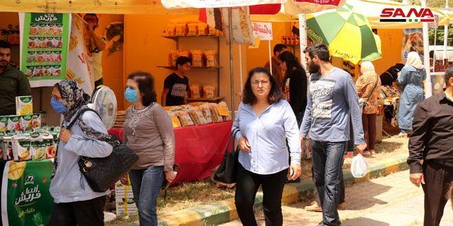 إقبال كبير على السوق الخيري ( رمضان يجمعنا) في اللاذقية اللاذقية سانا