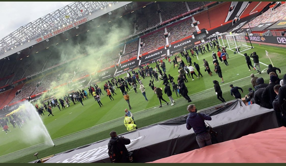 #MUFC fans have broken in to Old Trafford to protest against their owners the Glazers https://t.co/dBkE4gaGnp