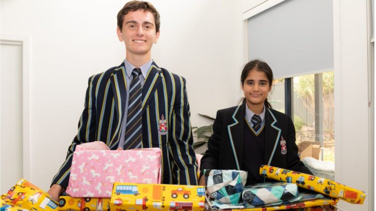 Yr 11 students Ben, Aania, Amish, Tim and Finlay are raising awareness of the hardships faced by refugees and int'l. students affected by COVID19. They recently provided food and gifts during Ramadan. RiotACT and ABC Radio Canberra published their story https://t.co/SSCowBhKC8
