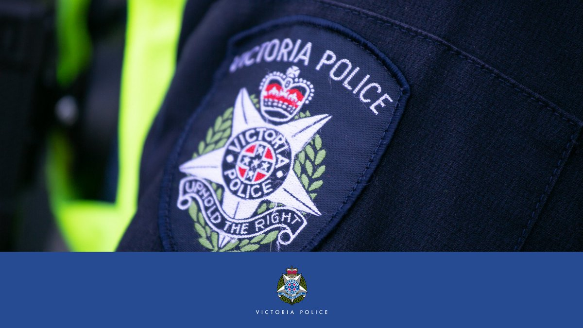 Police are investigating a fatal crash in Wy Yung this morning. → https://t.co/nt1LiaWDAs Anyone with information is urged to contact @CrimeStopperVic https://t.co/25Zr9Tocip