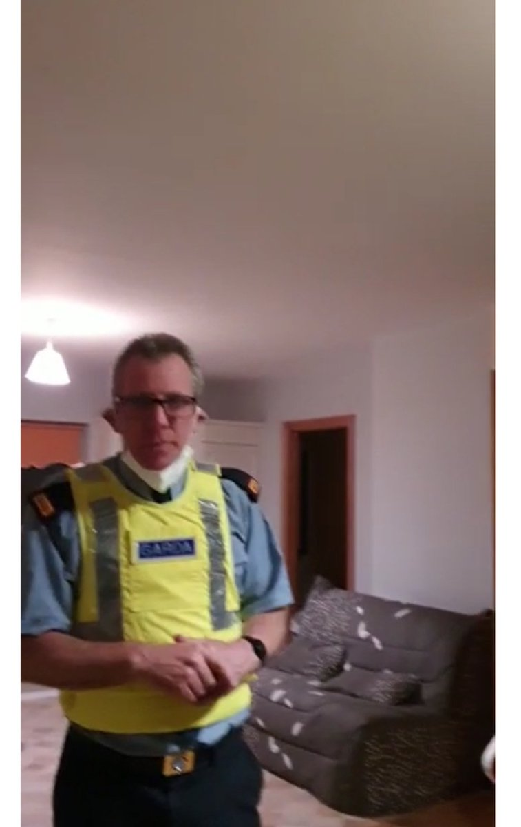 What were these Gardai doing allegedly at 3:30am at home of man who exposed Garda corruption at Church? Live reporting from @DeeWall77749076    https://t.co/kEVypHR4pG https://t.co/GKzx3U6boc https://t.co/giBHCIQhde