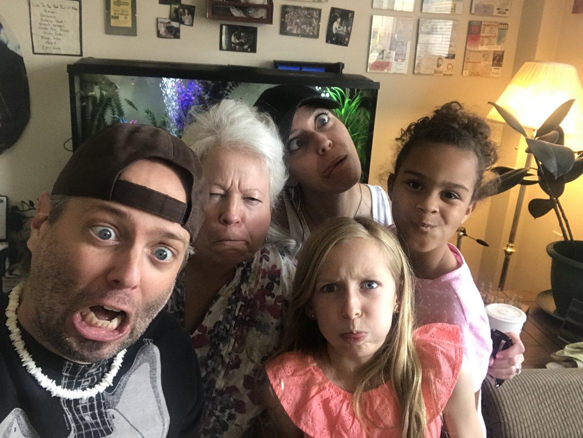 Family 🥰 https://t.co/pqIkhRJkxP