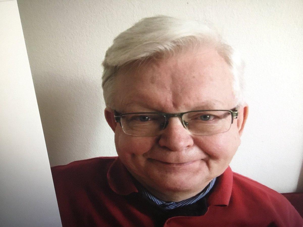Københavns Politi søger efter Jørgen Christian, der g.d. er gået fra sit hjem på Lersø Park Allé. Jørgen beskrives: mand, 77 år, 170 cm, ca. 80 kg, kort gråt hår, bærer briller, iklædt sort jakke og mørke bukser - medbringer en rollator. Ved oplysninger - ring 114 https://t.co/zXbq8vErCJ