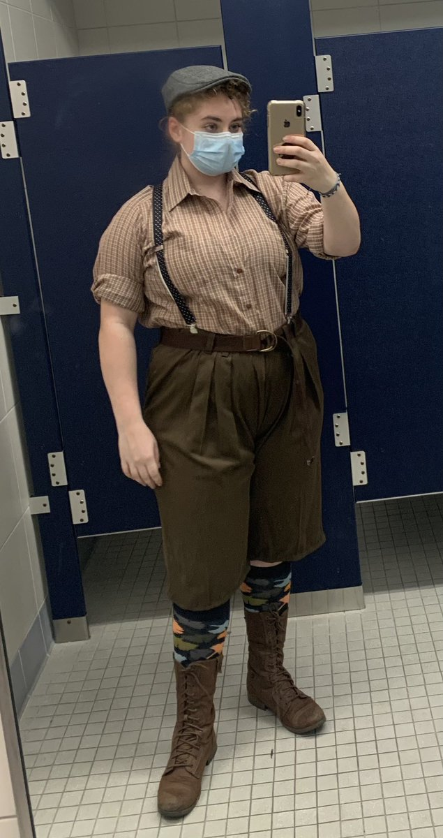 My daughter ready to sell some papes this weekend. #Newsies https://t.co/E8D84hT8cW