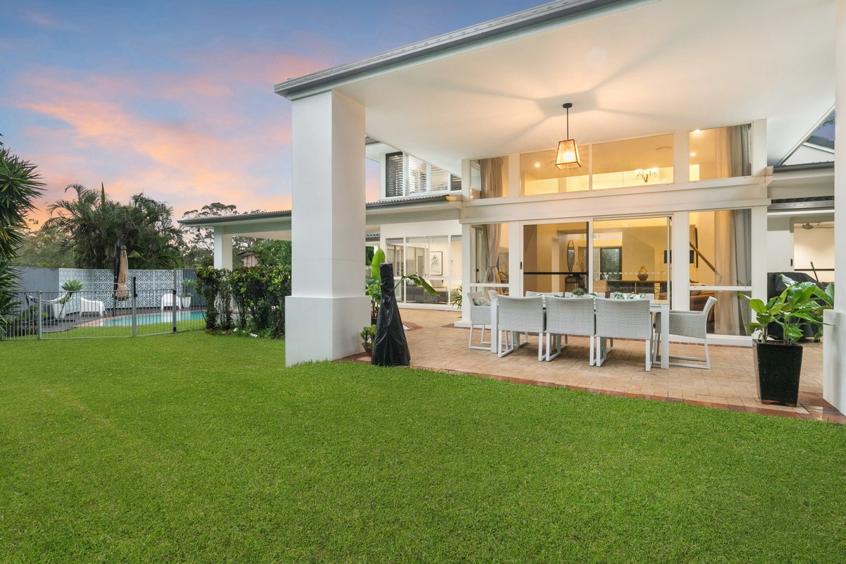 Well-designed home in Brookfield with plenty of entertaining areas 🙌🏼 photographed by Peter from Top Snap Brisbane West. . #topsnap #photography #realestate #realestatephotography #marketing #outdoorsetting #entertainment #dusk #brookfield #brisbanewest #brisbane #qld https://t.co/KGwHP7tWDw