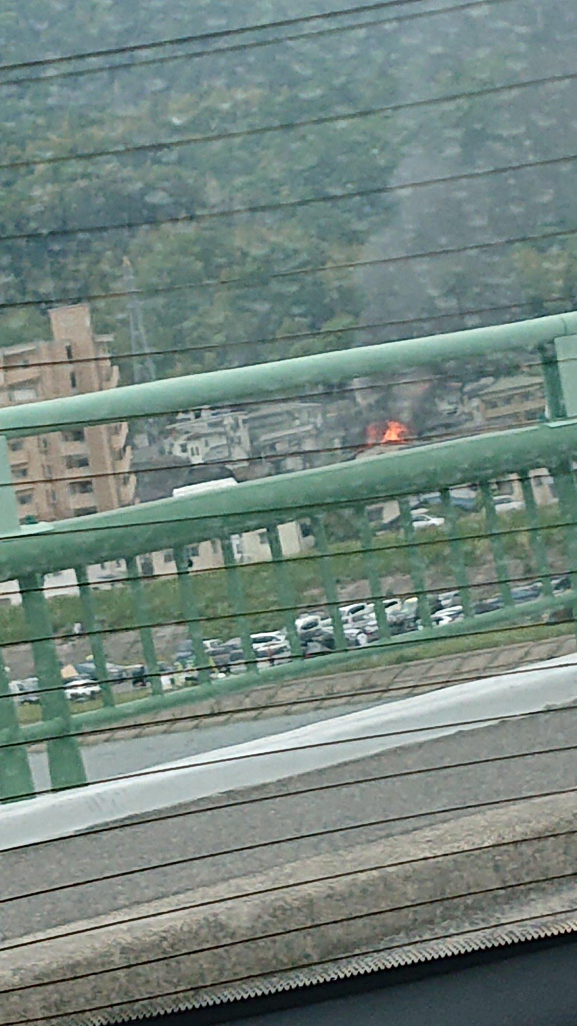 画像,火事やっっ消防車今の時点で9台は行くの見たぞ???まじか https://t.co/3i9s9JUr9D。