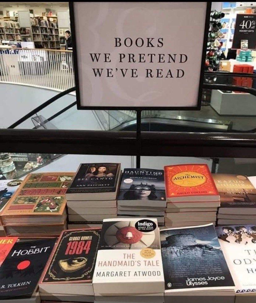 「読んだふりをしたことがある本特集」  本屋さんのコピーが秀逸すぎて表彰したいレベル。これを突きつけられたら買っちゃいそう。