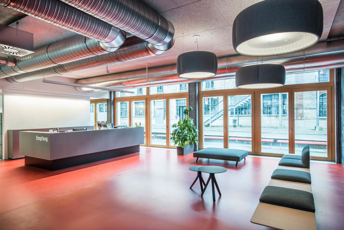 Der neugestaltete Startup-Treffpunkt des Technoparks ist eröffnet! Besichtigen Sie die Räumlichkeiten in unserem Video.  https://t.co/ZDQko5OgkS  https://t.co/4pUbRnH5kZ  #innovation #technopark #umbau #eröffnung #feier #treffpunkt #startup https://t.co/2nsOYgBRdd