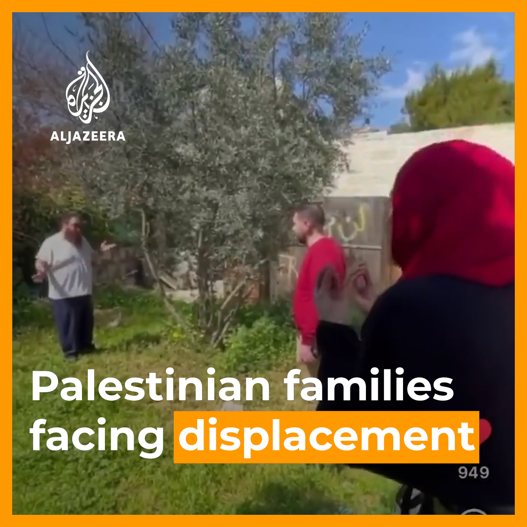 This video shows an Israeli settler trying to take over a Palestinian house in Occupied East Jerusalem, further fuelling the online movement to #SaveSheikhJarrah 👇 https://t.co/TG12nnPhcN