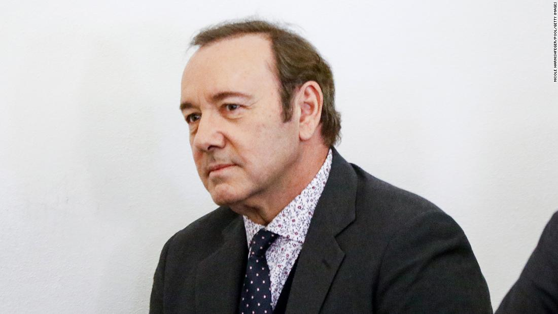 Man who accused Kevin Spacey of sexual assault has 10 days to identify himself so civil case can proceed, judge rules Photo