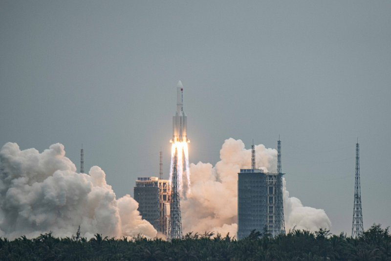 Chinas Long March-5B rocket could fall out of orbit, analyst says Photo