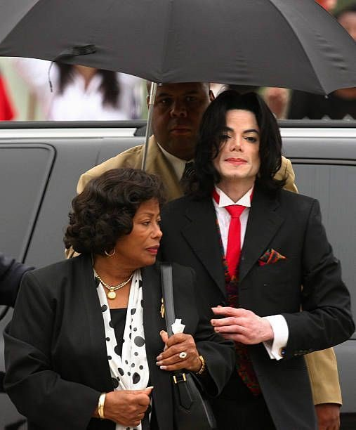 Happy bday to miss katherine jackson AND my fav ig moot mr jackie jackson