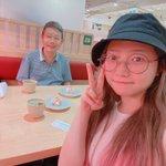 Image for the Tweet beginning: 今日は父とお寿司食べに行きます! お寿司食べれますよ! 和牛寿司なら! 父は最近わたしのSNSをフォローしました。めっちゃ見てる🌚🌚🌚  すっぴんまほです。