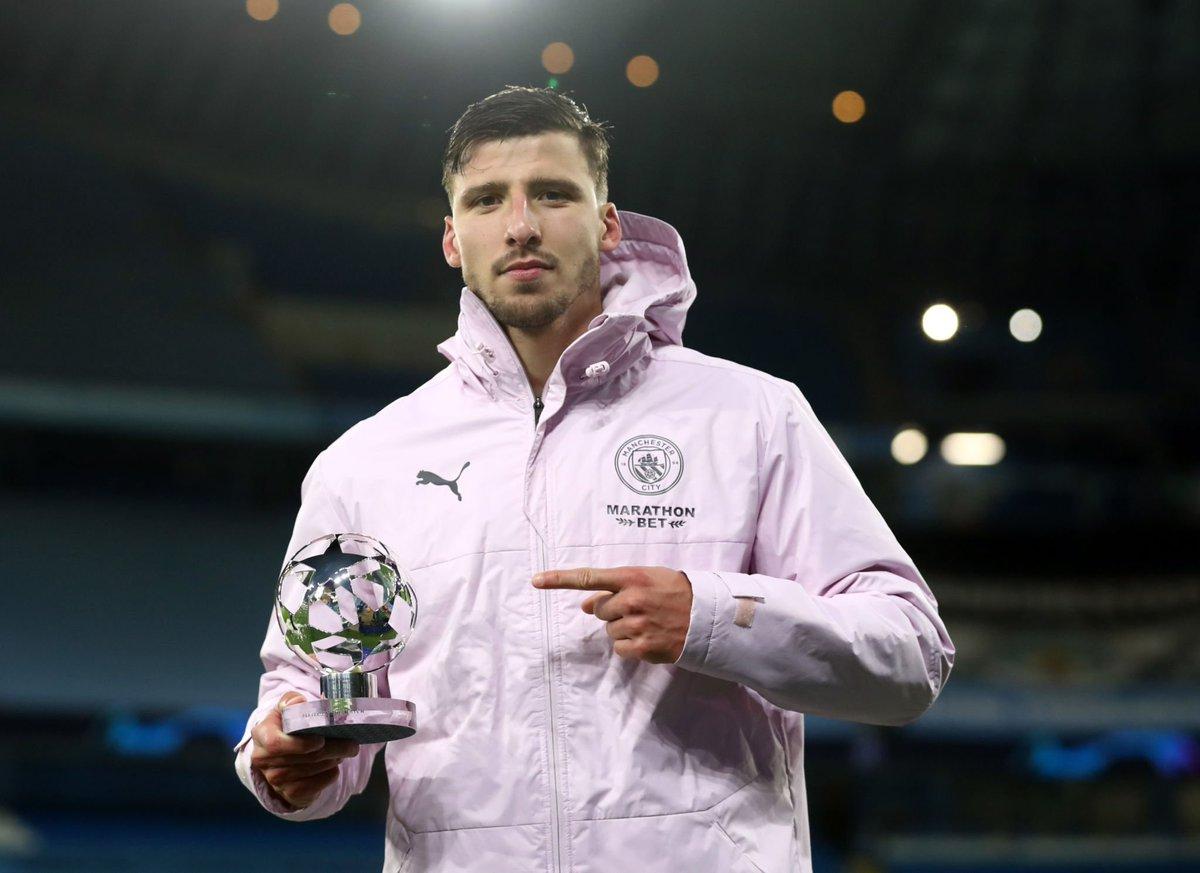 روبين دياز مع جائزة رجل لقاء الإياب في نصف