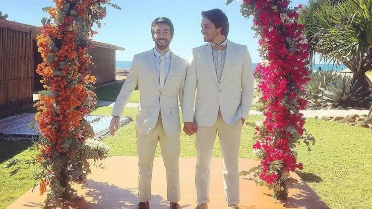ele conseguiu levar 9 milhões de pessoas no cinema pra assistir um filme em torno de um casamento gay. no Brasil, o país que mais mata LGBTQ+.   o Paulo Gustavo foi muito gigante. ele foi genial. https://t.co/Cl3UKa6sWv