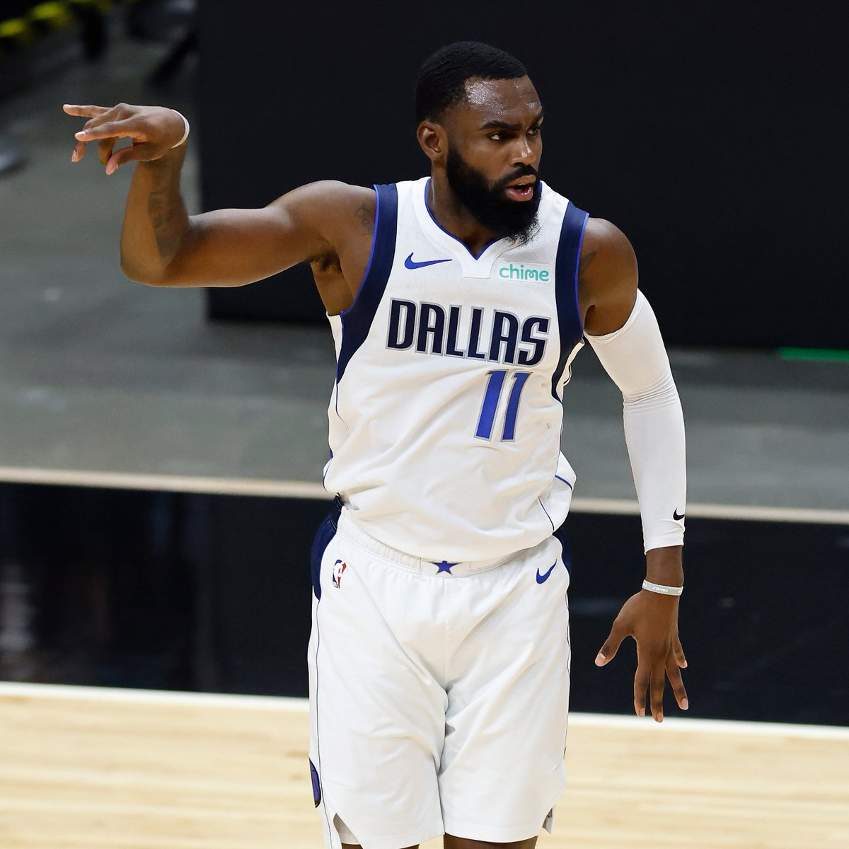 Tim Hardaway Jr. tied the @dallasmavs franchise record with a career-high 10 threes tonight.  The other two Mavericks to hit 10 threes are Wesley Matthews (Dec. 6, 2015) and George McCloud (Dec. 16, 1995). https://t.co/zzrOGOOEB0