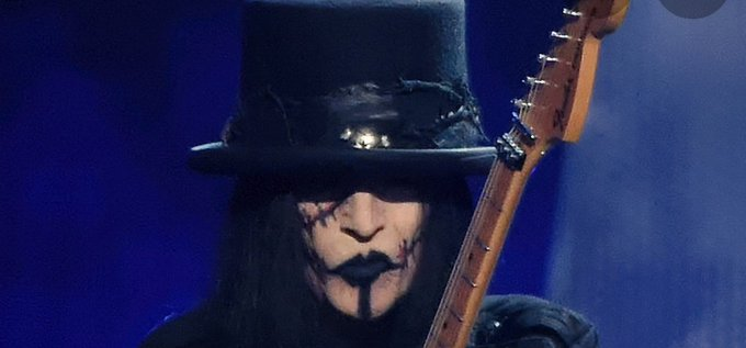 Happy birthday to the man and legend mick mars, one of the most badass guitarist to exist.