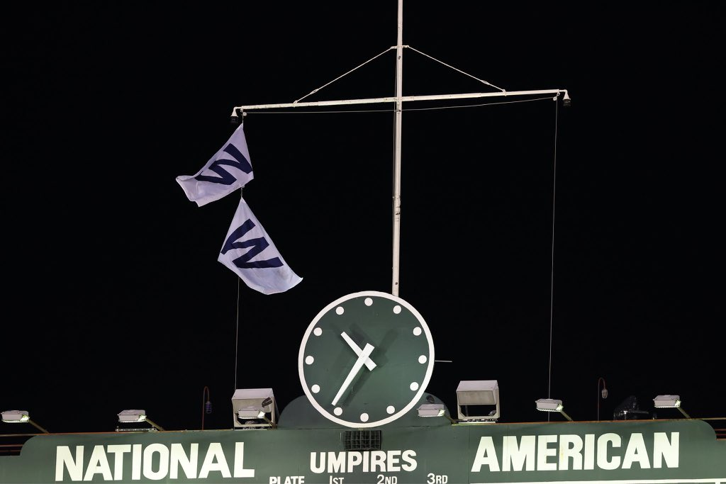 """Stadium on Twitter: """"Wrigley's got two 'W' flags tonight after the Cubs  sweep the doubleheader. (Via @Cubs)… """""""