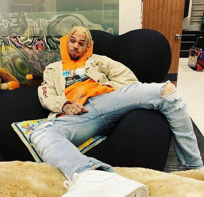 Chris Brown Leo Ametimiza miaka 32 Happy birthday...  Ngoma gani kali unayoikubali kutoka kwake idondoshe hapa