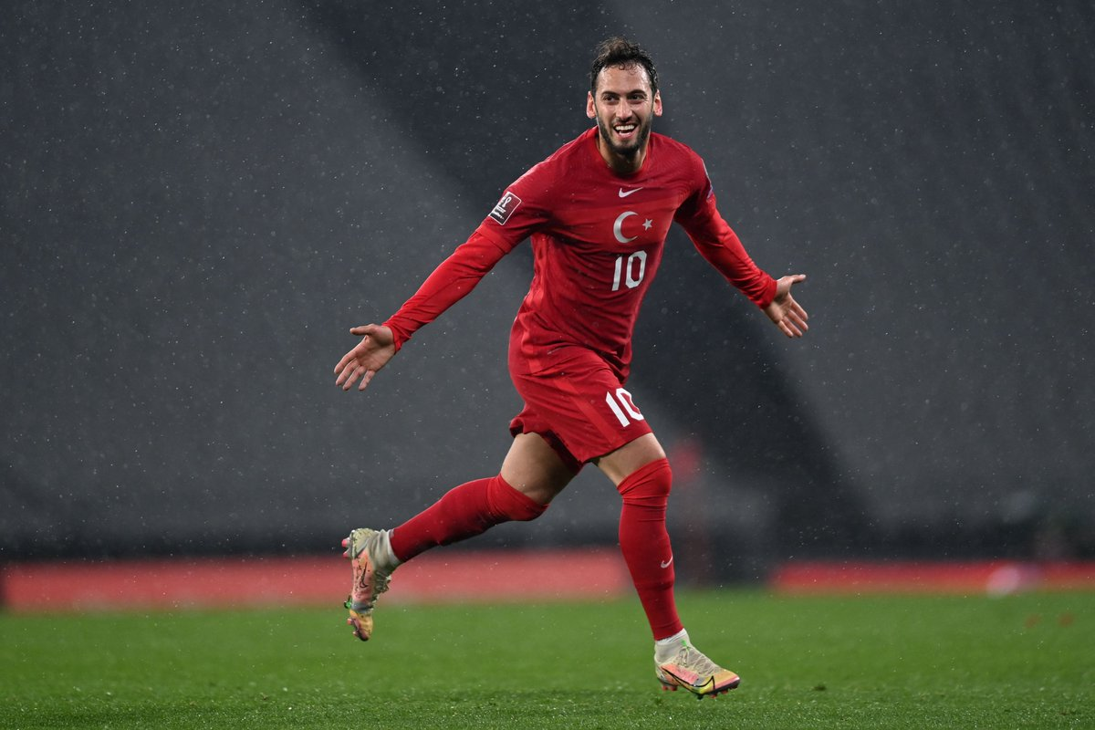 🇹🇷 Hakan Çalhanoğlu's last 10 games for club & country = ⚽️5⃣ & 🅰️3⃣ 😎  @MilliTakimlar | @hakanc10