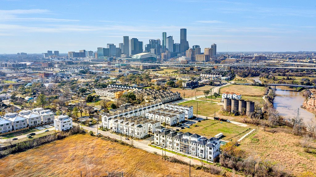 It's honestly fascinating to watch unzoned Houston continue to incrementally density in the way that basically every other city did...before they adopted zoning. https://t.co/0KOvBsvvUR