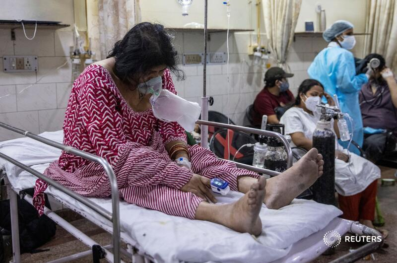 @dansiddiqui Pratibha Rohilla moans and clutches at her oxygen mask. 'There are no beds,' her son Aditya says. 'We have tried 15, 20 hospitals.' After Vadhera died, Rohilla takes the older woman's place in the emergency room, though she should be in the ICU, too https://t.co/Aqy3UIKBN8