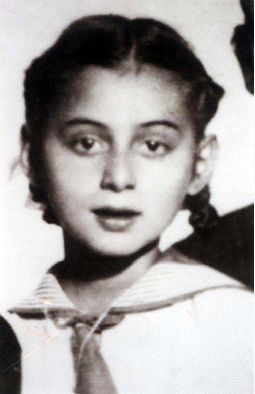 #OTD #OTD1934 - 6 Bealtaine 1934 Rugadh cailín Giúdach Ungárach, Judit Berger, i Nagyszőlős (Veľká Sevljuš) go Moshe agus Anna Berger. I mBealtaine 1944 díbríodh í go #Auschwitz agus dúnmharaíodh í i seomra gáis. #WeRemember #Ireland #Magyar #Hungary #Cuimhnigh Cén fáth?