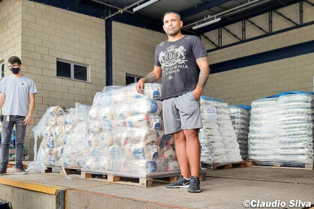 UFC welterweight Claudio Silva fighting hunger in native Brazil: 'I have to do something'   #UFCvegas19 #UFC259 #UFC260 #UFCFightnight #MMA #UFC https://t.co/LqPU3ojwph
