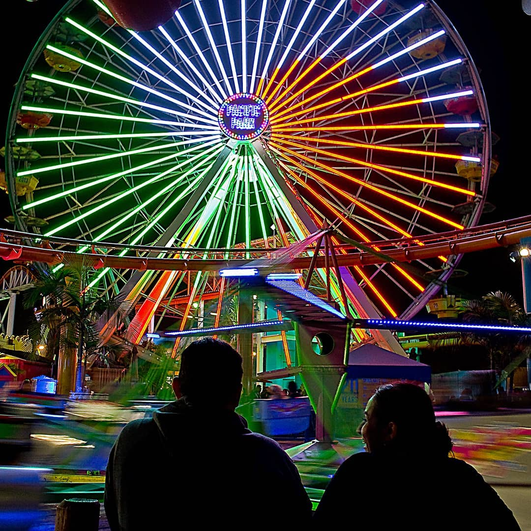 Tonight, #SantaMonica City Hall and the @pacpark Ferris Wheel are lit in red, white and green in celebration of Mexican heritage this Cinco de Mayo.   We look forward to continued celebrations this September during #HispanicHeritageMonth. https://t.co/gMQ1ZNXjOh
