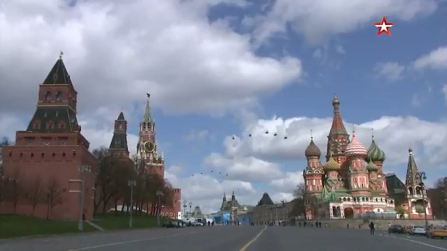 ✈️ Full view of the #AirParade rehearsal in Moscow ahead of #VictoryDay.  👀 Watch the footage featuring best Russian jets and rotorcraft flying over the #RedSquare & the #Kremlin: from Ми-26 helicopters to Tu-160M2 strategic bombers. https://t.co/pxXFWhf8g1