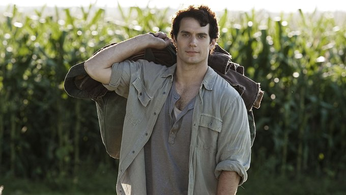 Henry Cavill, Charming man Happy Birthday. He is really attractive.