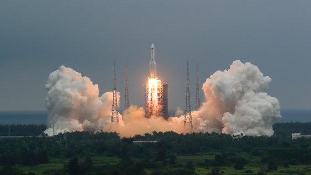 Main stage of Chinese rocket likely to plunge to Earth soon Photo