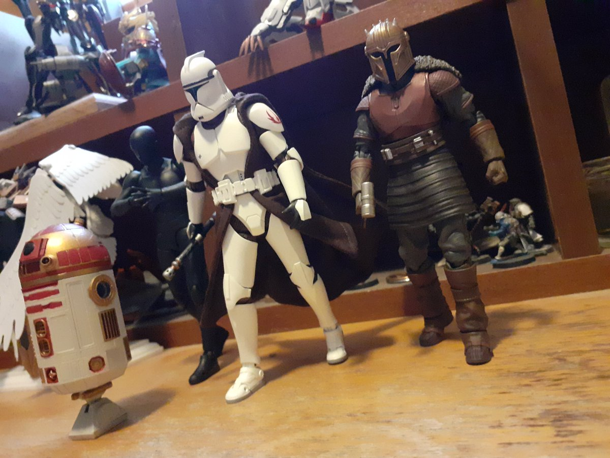 I was meaning to post the for #StarWarsDay yesterday. But had to finish building and painting my astromech. So have some pictures of the almost finished squad and a nother picture show I did yesterday too.   And remember, #MayThe4thBeWithYou always. ^^ https://t.co/Lz1U5myBi0