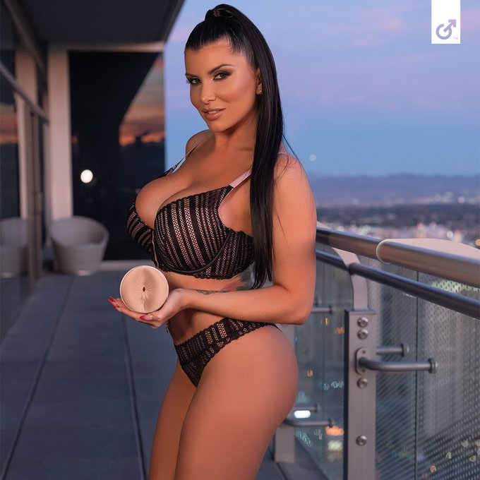 Stop scrolling, it's FINALLY here! @Romi_Rain's new Tempest butt texture is available now exclusively