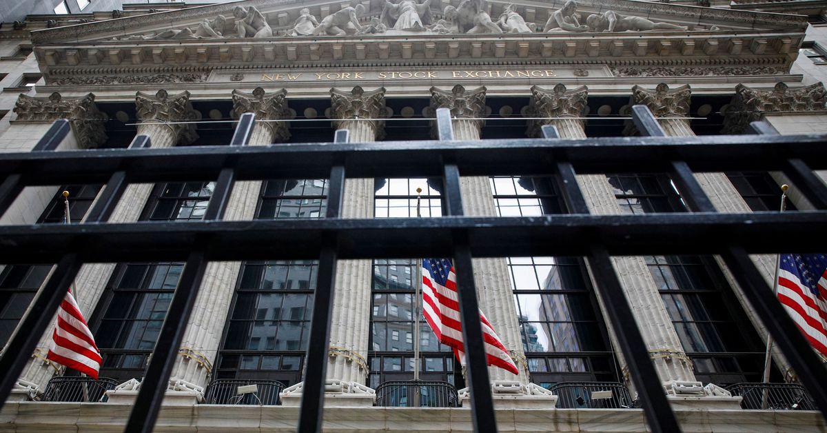Dow ends at record high, Nasdaq falls as tech slides https://t.co/tvSxfkkBBt https://t.co/LC4qqpvbFz