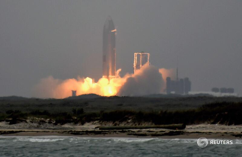 .@SpaceX achieved the first successful touchdown of its prototype Starship rocket during the latest test flight of the next-generation launch vehicle after four previous landing attempts ended in explosions https://t.co/1mb8enltgv https://t.co/N9qCmWoiaa