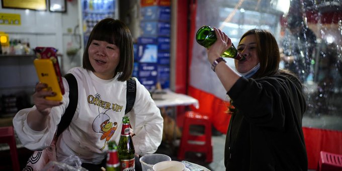 Fizzy Beer Stocks Are Due for a Bar Fight in China Photo