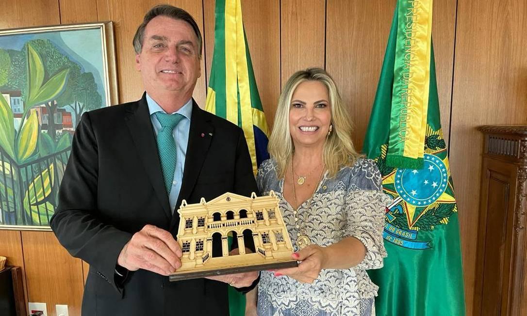 . @jairbolsonaro nomeia mulher de líder do governo Ricardo Barros para conselho de Itaipu. https://t.co/Y3ioJKiDsR https://t.co/U4WHK0f5Kv