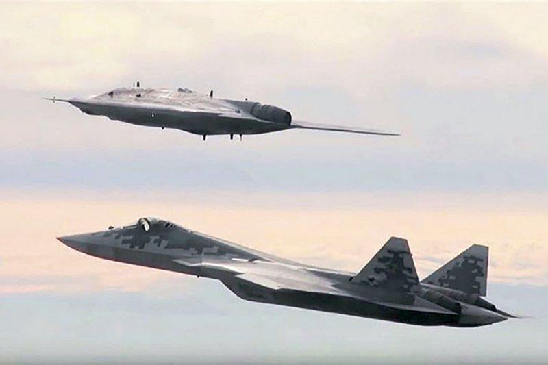 Su-57 Stealth Fighter: News #7 - Page 21 E0t5tvPXoAcLAtH?format=jpg&name=900x900