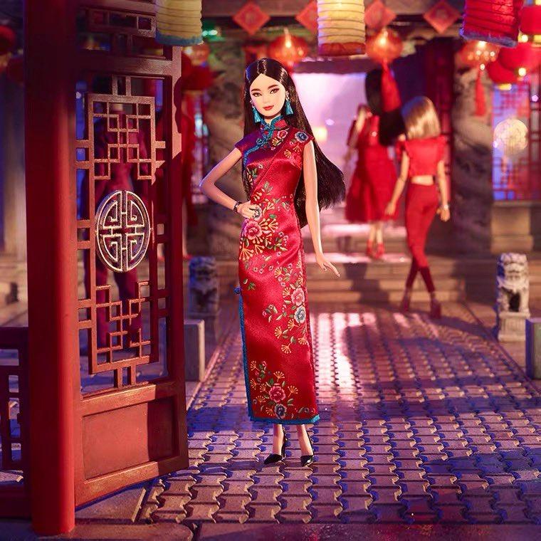 女性なら憧れちゃう!チャイナドレスを着たバービー人形
