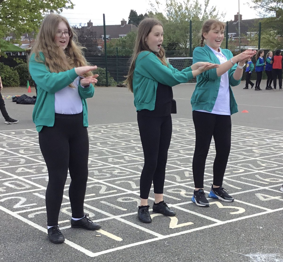 RT @OakthorpeSchool: Our Sports ambassadors and 5/6 @Pioneer_Class were fantastic at leading a very happy lunchtime today. Children of all ages were joining in (in their bubbles) with the dancing. @oval_leaders